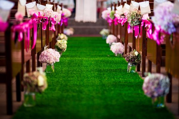 carpet-grass-aisle-for-indoor-wedding.jpg